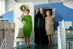 George_w_bush_tours_air_force_one