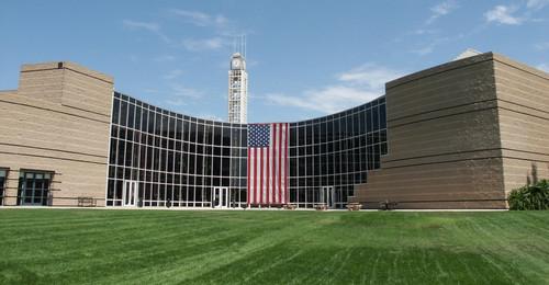 City_hall_alton_flag5